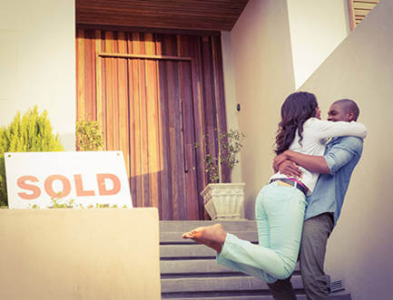 Happy couple moves into their new home financed by CrossCountry Mortgage